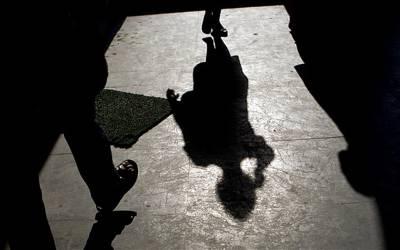 2 آدمیوں کی نوعمر لڑکی کے ساتھ جنسی زیادتی کی کوشش، ایسے میں لڑکی کے کتے نے کیا کردیا کہ دونوں بھاگنے پر مجبور ہوگئے؟ جان کر آپ بھی دنگ رہ جائیں گے