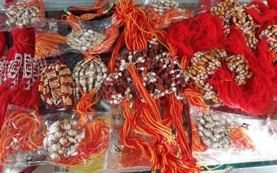 جب بھائی اپنی بہن کےہاتھ پر ایک دھاگہ باندھ کرمحبت کااظہار کرتاہے، ہندو برادری اتوار کو رکشہ بندھن منائے گی