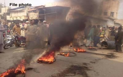 فیصل آباد میں باپ کے ہاتھوں بیٹی قتل ، علاقہ مکینوں نے ورثاکیخلاف ہی احتجاج شروع کردیا کیونکہ۔۔۔وجہ ایسی کہ آپ کو بھی بے حد دکھ ہوگا