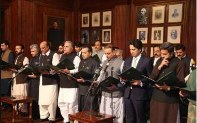 پنجاب کی کابینہ نے حلف اٹھا لیا،حلف قائم مقام گورنر پنجاب پرویز الٰہی نے لیا