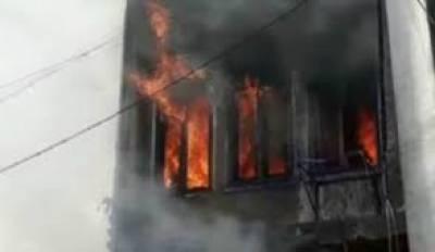 شیخوپورہ:دکان میں آگ لگنے سے لاکھوں کا کپڑا جل گیا