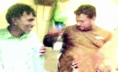 پولیس اہلکاروں کی انوکھی ڈیل شراب پینے کے الزام میں پکڑ لیا، شراب اور نقدی لیکر آزاد کردیا، خبر نشر ہونے پر معطل