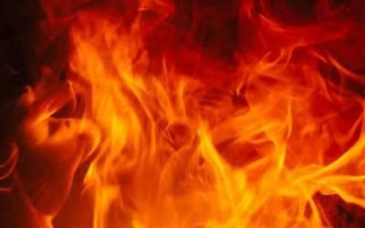 ایران سے سمگل کئے جانے والی تیل سے بھری تین گاڑیوں میں آگ بھڑک اٹھی ،قریبی ہوٹل بھی لپیٹ میں آ گیا