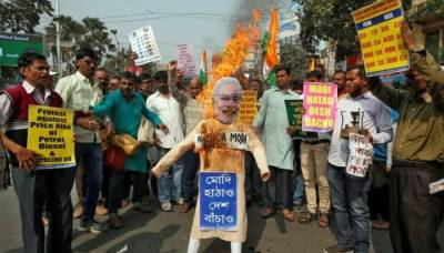 بھارت میں پیٹرولیم مصنوعات کی قیمتوں میں اضافے کے خلاف ملک گیر احتجاج