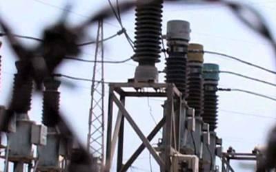 بجلی کی ترسیل کا نظام ناکارہ، افسروں کی لاکھوں روپے تنخواہیں، وزارت پانی و بجلی نے نوٹس لے لیا