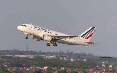 فرانسیسی ہوائی اڈے کے رن وے پر ڈرائیور نے کارچڑھا دی ،پروازیں معطل