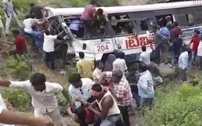 بھارت میں ہندو یاتریوں کی بس کو حادثہ، 55 افراد ہلاک