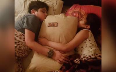 شہید کی وردی سے بنا تکیہ بچے ساتھ رکھ کر سوتے، تصویر وائرل