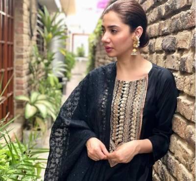 ماہرہ خان نے اپنا سیا ہ لباس مداح کو تحفے میں دے دیا