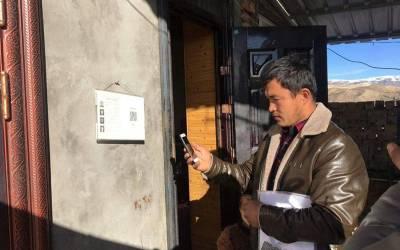 سنکیانگ میں چین ہر مسلمان کے گھر کے باہر کیا چیز لگارہا ہے؟ جان کر آپ کی حیرت اور پریشانی کی حد نہ رہے گی