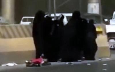 سعودی عرب میں خواتین کی سڑک پر خوفناک لڑائی، اس لڑائی میں چھوٹے سے بچے کا کیا بنا؟ دیکھ کر پوری دنیا آگ بگولا ہو گئی