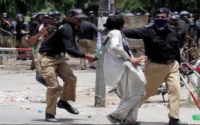 لاہور،انسداد دہشتگردی عدالت میں سانحہ ماڈل ٹاﺅن کی سماعت،وکیل صفائی نے عدالت میں سانحہ کے متاثرہ شخص کو تھپڑ مار دیا