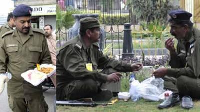 محرم الحرام ،سیکیورٹی ڈیوٹی پر مامور اہلکاروں کو ڈیوٹی پوائنٹ پرہی کھانے پینے کی اشیا فراہم کی جائیں ،آئی جی پنجاب کا حکم