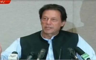 آپ چانس لیں ، کارکردگی دکھائیں ، میں آپ کے ساتھ کھڑا ہوں ، بیوروکریسی کو سیاسی اثرو رسوخ سے آزاد کروائیں گے : عمران خان