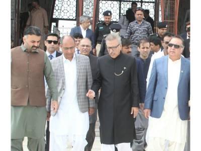 صدر مملکت عارف علوی کی مزار قائد پر حاضری، پی ٹی آئی کراچی کے صدر فردوس شمیم نقوی کو احاطہ میں داخلے سے روکدیا گیا کیونکہ ۔ ۔ ۔