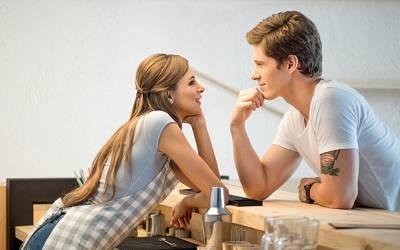 'اگر مرد کسی لڑکی کو متاثرکرنا چاہتے ہیں تو ان سے بات کرتے وقت اپنی۔۔۔' سائنسدانوں نے مردوں کو سب سے آسان طریقہ بتادیا