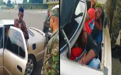 فوجیوں نے اس گاڑی کو روکا تو اندر سے کیا نکلا؟ دیکھ کر ہر کسی کی آنکھیں کھلی کی کھلی رہ گئیں، یہ تو کوئی سوچ بھی نہیں سکتا تھا کہ ڈیڑھ درجن۔۔۔