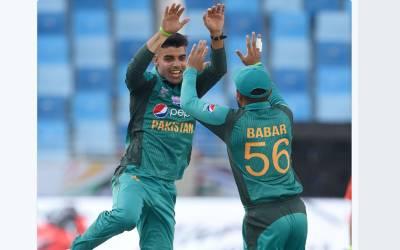 ایشیا کپ ،پاکستان اور بھارت کے میچ میں شاداب خان میدان سے باہر لوٹ گئے ،کھلاڑی کے مداحوں کے لیے افسوسناک خبر آگئی