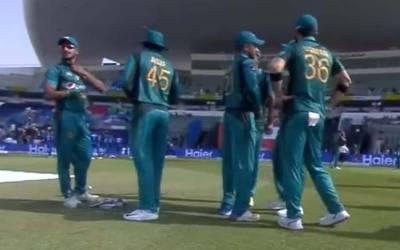 ایشیا کپ، عثمان خان شنواری نے میچ کی دوسری ہی گیند پر ' ری ویو' لے لیا لیکن اس کا نتیجہ کیا نکلا ؟ جان کر آپ بھی اپنا سر پکڑ کر بیٹھ جائیں گے