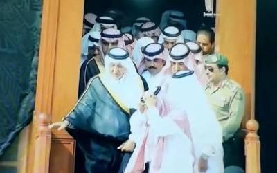 خادم حرمین شریفین کے مشیر گورنر مکہ مکرمہ شہزادہ خالد الفیصل نے خانہ کعبہ کے اندر ہزاروں من عرق گلاب اور آب زمزم سے غسل دیا