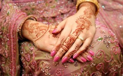 'میری شادی ہونے والی ہے، میری ساس نے شادی پر پہننے کے لئے جوڑا خریدا تو میں دیکھ کر دنگ رہ گئی کیونکہ۔۔۔' نوجوان دلہن نے دکھی دل کے ساتھ سوشل میڈیا پر ایسی بات کہہ دی کہ تمام لڑکیوں کو افسردہ کردیا