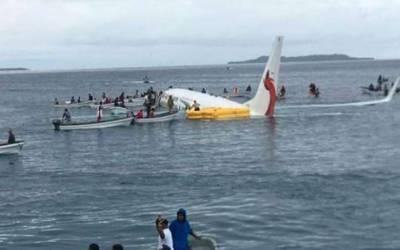 پاپوا نیو گنی میں مسافر طیارہ رن وے سے سمندر میں جاگرا،تمامسافرمحفوظ