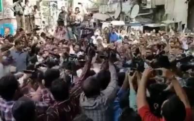 سابق وزیراعلیٰ پنجاب شہبازشریف کی احتساب عدالت پیشی،لیگی کارکنوں نے نیب قافلے کو جوڈیشل کمپلیکس کے باہر روک لیا