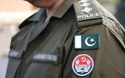 لاہور میں پولیس والے کے موبائل سے انتہائی شرمناک ویڈیو برآمد، نوجوان لڑکے لڑکیوں کو روک کر کیا کرتے ہیں؟ دیکھ کر ہر شہری کا رنگ شرم سے لال ہوجائے