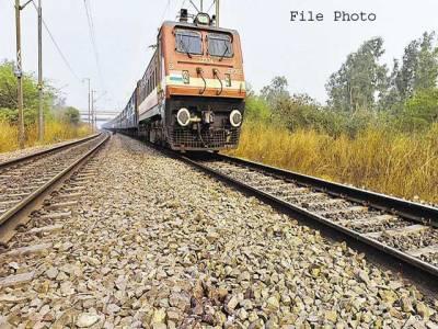 بھارتی ٹرینوں میں کروڑوں روپے کے تکیوں، چادروں کی چوری میں اضافہ