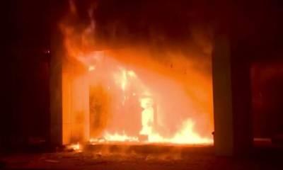 کراچی:کیمیکل کےگودام میں آگ لگ گئی،فائربریگیڈکی 5 گاڑیاں آگ پرقابوپانےمیں مصروف