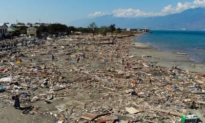 انڈونیشیا میں سونامی کے بعد لاشیں ساحل سے ٹکرانے لگیں تو ہر کوئی استفغار کرنے لگا، ان کی حالت کیا تھی؟ جان کر آپ بھی توبہ کرنے پر مجبور ہو جائیں گے
