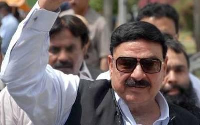 وفاقی وزیرشیخ رشید نے ضمنی انتخابات کے لئے بھتیجے کی مہم میں حصہ لے کرانتخابی قوانین کی دھجیاں اڑادیں