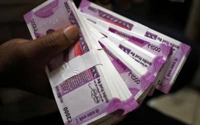 بھارتی روپے کی قدر میں ریکارڈ کمی، ایک ڈالر 74.28کا ہوگیا