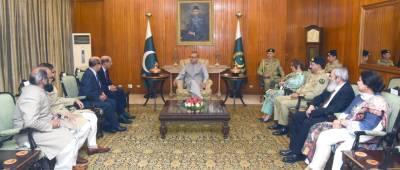کالج آف فزیشن اینڈ سرجنز آف پاکستان کے وفد کی صدر پاکستان ڈاکٹر عارف علوی سے ملاقات