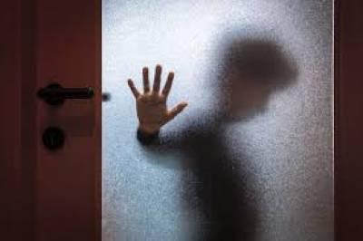 20سالہ لڑکی نے جنسی تعلقات قائم کر نے سے انکار پر 13 سالہ بچے کی شرم گاہ جلادی