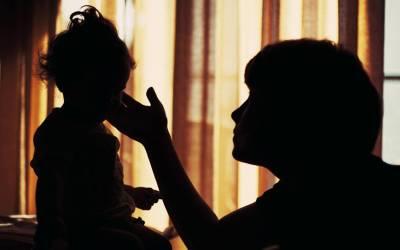 'میری امی کے 2۔۔۔' آدمی کی 5 سالہ بیٹی نے اچانک ایسا شرمناک انکشاف کردیا کہ زندگی کا سب سے بڑا جھٹکا لگ گیا