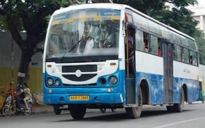 'مجھے نجومی نے کہا تھا کہ۔۔۔' بس ڈرائیور نے جان بوجھ کر بس لیٹ کردی، کمپنی نے وجہ پوچھی تو آگے سے ایسی بات کہہ دی کہ سب حیران پریشان رہ گئے