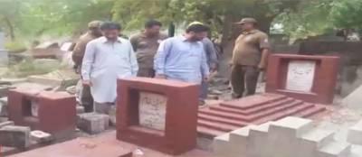 لاہور کے قبرستان میں تجاوزات کے خلاف آپریشن، متعدد احاطے مسمار کردیے گئے لیکن جب عمران خان کی والدہ کی قبر آئی تو انتظامیہ نے کیا کیا؟ ایسی خبر آگئی کہ وزیراعظم کی آنکھوں میں بھی آنسو آجائیں گے