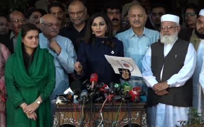 اپوزیشن نے قومی اسمبلی کے باہر دھرنا دے دیا، پیپلزپارٹی ارکان شامل نہیں