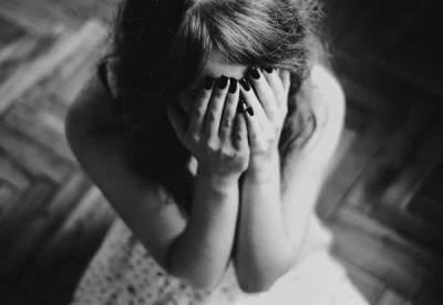 لاہور:باپ کی بیٹی سے جنسی زیادتی کی کوشش،بیٹی عزت بچانے کی خاطر تیسری منزل سے کود گئی