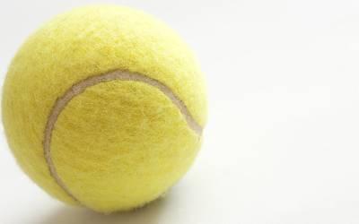 کیا آپ کو معلوم ہے پیلے رنگ کی ٹینس بال دراصل کیوں ایجاد کی گئی؟ جواب آپ کے تمام اندازے غلط ثابت کردے گا