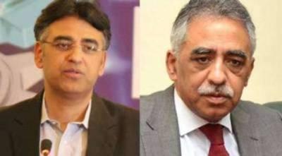 """"""" یہ جانوروں کے ڈاکٹر تو ہو سکتے ہیں لیکن ۔۔۔"""" ڈاکٹر فرخ سلیم جنہیں وزیراعظم نے معیشت کا ترجمان بنا دیا ، ان کے بارے میں وزیر خزانہ کیا کہتے ہیں ؟ جان کر آپ کی ہنسی نہ رکے گی"""