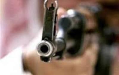 ایڈیشنل سیشن جج کی بیوی ,بیٹے کو ان کی سکیورٹی پر تعینات سرکاری اہلکار نے گولی ماردی