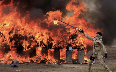 آگ لگاتی ان پاکستانی خواتین اہلکاروں کی تصاویر نے سوشل میڈیا پر آگ لگادی