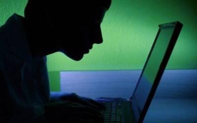 وہ سرکاری ملازم جس نے اپنے کمپیوٹر پر فحش فلمیں دیکھ دیکھ کر حکومتی نیٹ ورک ہی 'تباہ' کردیا