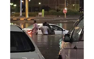 کویت میں طوفانی بارش کا سلسلہ جاری ، نظام زندگی بری طرح متاثر