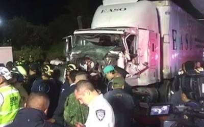 میکسیکو، ٹرک کی بریک فیل ہونے اور کاروں میں تصادم کے نتیجے میں 10افراد ہلاک ، 17زخمی
