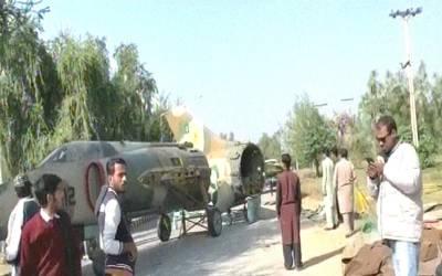 کیا پاکستان کے اس لڑاکا طیارے نے اسلام آباد میں کریش لینڈنگ کی ہے؟ سوشل میڈیا پر وائرل ہوتی ویڈیو کی حیران کن حقیقت سامنے آ گئی