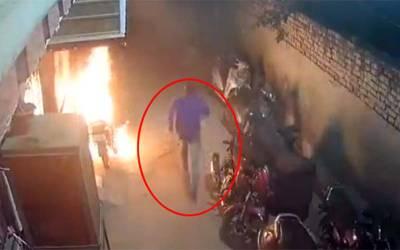 دیوالی پر محض تفریح کے لئے بھارتی نوجوان نے 18موٹر سائیکلوں کو آگ لگادی ، پولیس نے گرفتار کرلیا