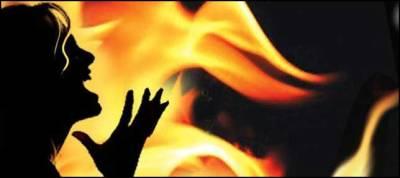شوہر نے گھر والوں کے ساتھ مل کر بیوی کو آگ لگا دی